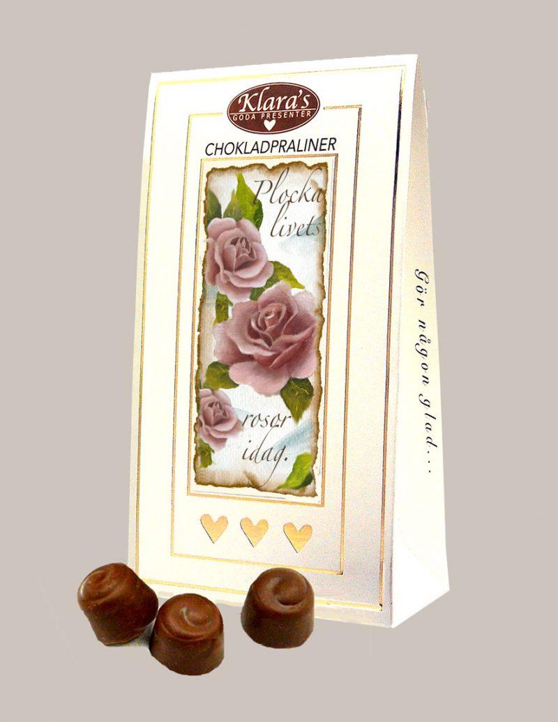 Påse med chokladpraliner med rosor på